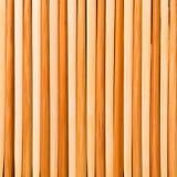 Stäng sig upp många pinnar som göras av bambu Top besk?dar arkivbild
