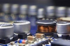 Stäng sig upp makro av en elektromagnetisk spole och en elektronisk compone Royaltyfri Foto