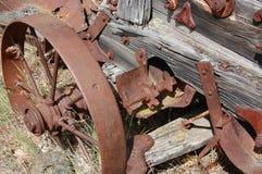 Stäng sig upp sikt av en gammal antikvitet som tröskar - maskinen Arkivfoto