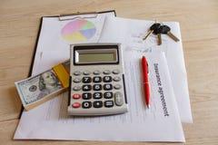 Stäng sig upp sikten av husägareförsäkringpolitiken Royaltyfria Bilder