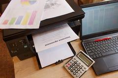 Stäng sig upp sikten av husägareförsäkringpolitiken Husägareinsur Royaltyfria Bilder
