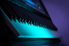 Stäng sig upp skott av ett piano på ett parti Royaltyfri Bild