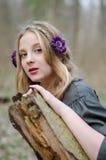 Stäng sig upp ståenden av en flicka i en folk medeltida stil Royaltyfri Foto