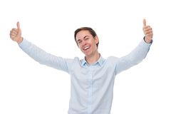 Stäng sig upp ståenden av en lycklig man som ler med tummar upp royaltyfria foton
