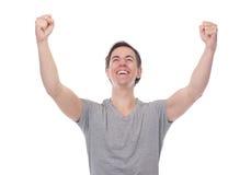 Stäng sig upp ståenden av en man som ler och firar med utsträckta armar royaltyfri bild