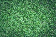 Stäng sig upp textur för konstgjort gräs eller för grönt gräs i tappningstil arkivfoto