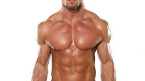 Stäng sig upp ung muskulös mankroppsbyggare med en stång lager videofilmer