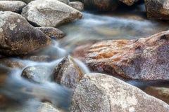 stäng sig upp vattenfallet royaltyfri bild