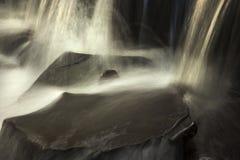 stäng sig upp vattenfallet Arkivfoto