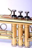 stäng trumpeten upp ventiler royaltyfri bild