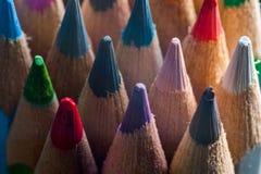 stäng upp färgade blyertspennor royaltyfri bild