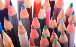 stäng upp färgade blyertspennor Arkivbild