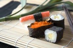 stäng upp set sushi Arkivfoton