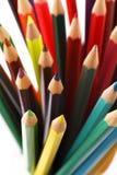 Stäng upp till färgrika blyertspennor i en blyertspennaask på en vit bakgrund royaltyfri foto