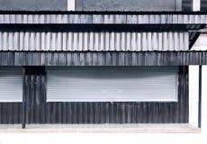 Stänga med fönsterluckor corr för textur för zink för metall för det rulldörraluminium och arket arkivfoton