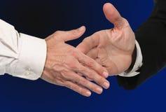 stängande avtalshandskakning Royaltyfri Fotografi
