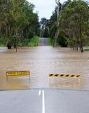 Stängd av väg i Logan tack vare Januari 2013 flodkris Arkivfoto