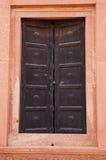 Stängd dörr av den Badshahi moskén i Lahore, Pakistan Arkivbilder