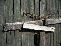 stängd dörr för ladugård Arkivbilder