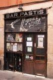 Stängd stång Pastis i den Barcelona bakgatan Arkivbilder