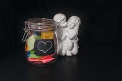 Stängda bankklistermärkear med statyn av änglar Fotografering för Bildbyråer