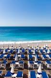 stängda paraplyer för strand Arkivfoto