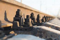 Stänger som sträcker in i avståndet, järnväg Royaltyfria Bilder