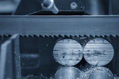 Stängerna för metaller för bandsågmaskinklipp de rå royaltyfria foton