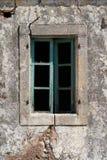 Stängt gammalt fönster Fotografering för Bildbyråer