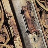 stängt Ingen utgång trä och för tappningdörr för metall medeltida backgrou Royaltyfri Fotografi