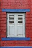 stängt med fönsterluckor fönster Arkivbild