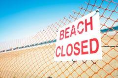 stängt tecken för strand Royaltyfri Fotografi