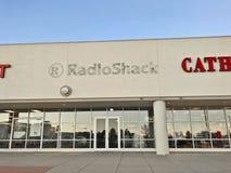 Stängt tidigare Radio Shack lager och signage arkivbilder