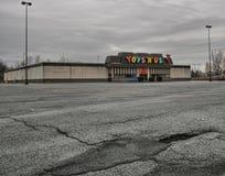 Stängt Toys R Us lager fotografering för bildbyråer