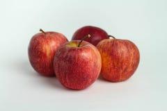 Stängt upp äpplet på vita bakgrunder arkivfoto