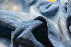Stängt upp jeans, grov bomullstvilltextur, selektiv fokus Royaltyfri Foto