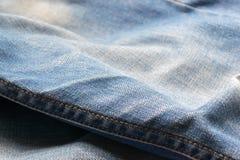 Stängt upp jeans, grov bomullstvilltextur, selektiv fokus Royaltyfria Foton