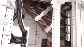 Stängt upp kopparbusbaren installera den inre huvudsakliga fördelningspanelen Royaltyfria Foton
