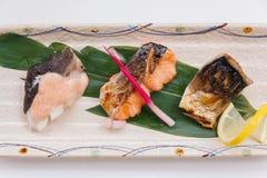 Stängt upp Salmon Teriyaki inkludera tre stycken av Roasted laxen med Teriyaki sås royaltyfri fotografi