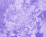 Stängt upp spiral och textur av havsskalet för konung Helmet Conch i ljus - lilor färgar Arkivbild