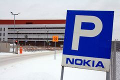 Stängt utfärda utegångsförbud för på Nokia Korporation, Salo Finland Arkivbilder