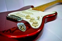 StänkskärmSquier Stratocaster elektrisk gitarr Arkivbilder