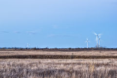 Stäpp- och vindturbiner arkivbild