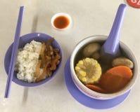 Stärkande soppa för abc med ris Royaltyfri Bild