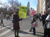Stärker zusammen, Frauen ` s März, NYC, NY, USA Lizenzfreies Stockbild