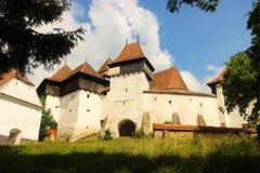 Stärkt kyrka av Viscri Rumänien royaltyfria bilder