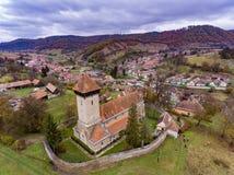 Stärkt kyrka i den traditionella saxonbyn Malancrav, Tra Royaltyfri Foto