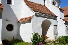 Stärkt medeltida kyrka i byn Viscri, Transylvania Royaltyfri Fotografi