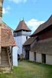 Stärkt medeltida kyrka i byn Viscri, Transylvania Arkivbilder