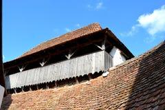 Stärkt medeltida kyrka i byn Viscri, Transylvania Arkivfoton